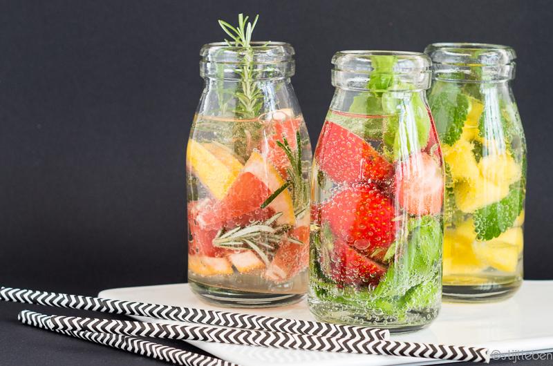 Wasser, Wasser, Wasser - Drei infused water Rezepte mit Früchten und Kräutern_1